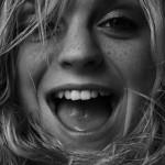 5 astuces pour vous aider à être heureux avec les livres du bien-être et leurs conseils de sourire et de lutte contre le stress pour parvenir au bonheur