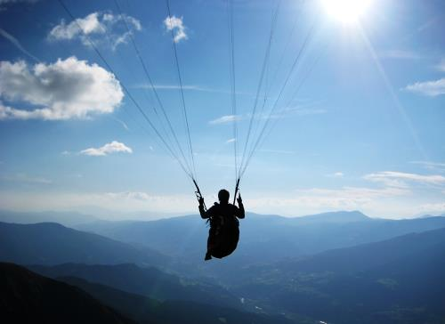 lâcher prise plutôt que résister et tout contrôler permet de vivre l'instant présent avec bonheur et bien-être