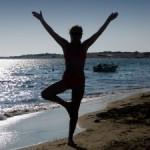 La pratique du yoga est une activité physique qui permet une pratique de fitness plaisir en dehors de la routine