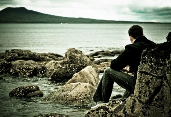 La dépression est une maladie qui se traite en combinant antidépresseurs, psychothérapie et soutien affectif.