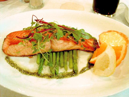 Manger au travail en faisant un repas équilibré est plus facile quand on dispose d'un restaurant d'entreprise
