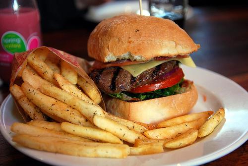 s'accorder un hamburger pour se faire plaisir n'est pas incompatible avec lutter contre la boulimie