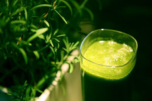 Les smoothies verts minceur ont une base liquide peu calorique